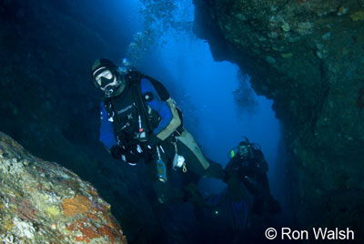 divers-in-the-cave.jpg